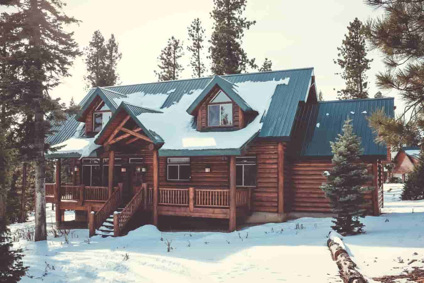 Image | cabin in the woods with snow